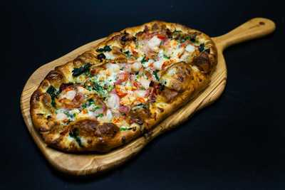 Medium lobsterflatbread