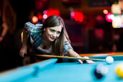 Medium pool break woman